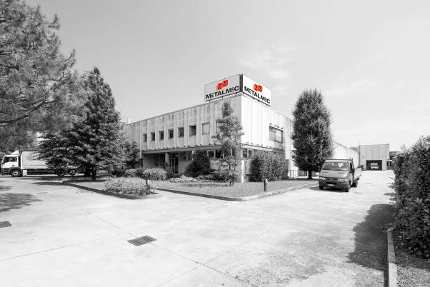 L'ampia sede di Mapello (BG) con più di 4.000 mq dedicati a produzione e magazzini.