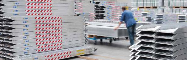 Il capiente magazzino di prodotto finito consente di ridurre i tempi di consegna ed è in grado di organizzare spedizioni celeri in tutto il mondo.